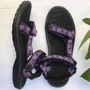 TEVA 7 purple black sandals